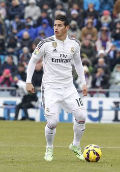 James Rodriguez, Soccer Guys, Football Players, Liga Soccer, Football Love, Football Art, Football Jerseys, Equipe Real Madrid, Real Madrid Wallpapers