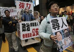 de Standaard 10/1/2016: Sinds oktober zijn in Hongkong vijf medewerkers van uitgeverijen verdwenen. Duizenden demonstranten, die vermoeden dat China achter de verdwijningen zit, e...