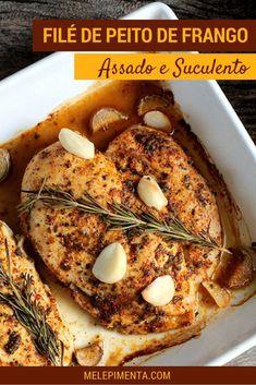 Filé de peito de frango assado - Confira as dicas para preparar peito frango assado suculento e delicioso. A receita para temperar os filés de frango é muito fácil, rápida e o resultado é perfeito. Faça esse frango saudável e com temperos frescos na sua casa.