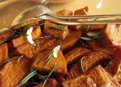 Zucca al rosmarino! Buona da perdere la testa! http://cucinaresuperfacile.com/ricette-senza-glutine/la-zucca-di-cenerentola/