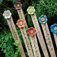 Garden accessories / Ceramics – Famous Last Words Ceramic Clay, Ceramic Pottery, Pottery Art, Clay Projects, Clay Crafts, Arts And Crafts, Crafts To Do When Your Bored, Hand Built Pottery, Plant Markers