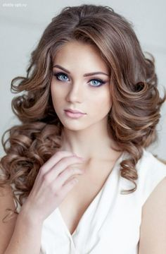 Curls are classics for any girls' hairstyle, they always look feminine and gorgeous, whatever length you have and whatever hairstyle you choose. Long Bridal Hair, Wedding Hairstyles For Long Hair, Up Hairstyles, Bridal Hairstyles, Beauté Blonde, Blonde Beauty, Hair Beauty, Prom Hair Down, Bridal Hair Inspiration