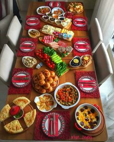 Breakfast party food high tea ideas for 2019 Breakfast Buffet Table, Breakfast Dishes, Breakfast Recipes, Breakfast Party Foods, Best Breakfast, Breakfast Presentation, Food Presentation, Brunch Recipes, Appetizer Recipes