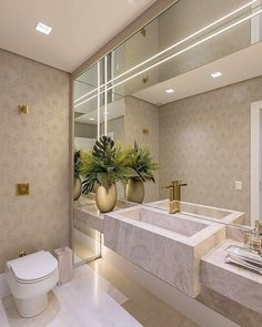 "Um lavabo "" Chic"" clean e atemporal, um luxo só, piremmm meniinass🥰🌟 Projeto assinado por Carla Bertuol✨ 📸 Curta… Bathroom Design Luxury, Modern Bathroom, Bathroom Ideas, Decor Interior Design, Interior Design Living Room, Furniture Design, Modern Kitchen Interiors, Best Living Room Design, Wet Rooms"