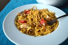 A fresh noodle salad recipe with citrus grilled turkey, tomatoes and chives. A great alternative to grilled chicken. King Soba Noodles, Low Fodmap, Fodmap Diet, Low Carb, Grilled Turkey, Grilled Chicken, Salad Recipes, Diet Recipes