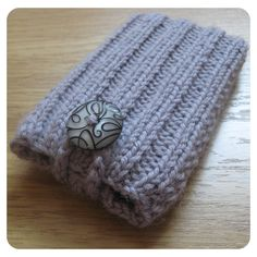 Handknitted mobile phone cover :)