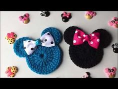 Watch The Video Splendid Crochet a Puff Flower Ideas. Wonderful Crochet a Puff Flower Ideas. Appliques Au Crochet, Crochet Applique Patterns Free, Crochet Flower Patterns, Baby Knitting Patterns, Crochet Motif, Crochet Designs, Crochet Mickey Mouse, Crochet Disney, Crochet Puff Flower