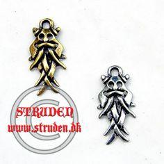 Man regner med at dette vedhæng forestiller Odin.  Vedhænget er lavet efter masken på runesten fundet ved den nedbrændte vandmølle i Århus...