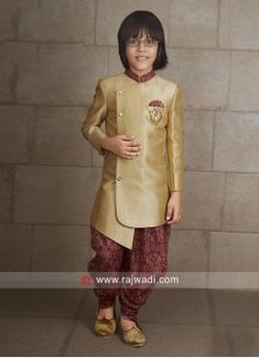 Stylish Golden Indo Western For Kids Ethnic Fashion, Boy Fashion, Fashion Outfits, Mens Fashion, Pakistani Kurta Designs, Boys Kurta, Kids Wear, Kurti, Black Men