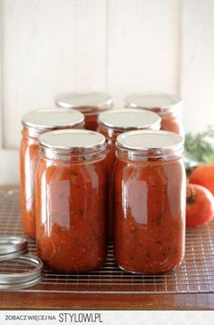 Learn how to turn fresh tomatoes into your own homemade canned tomato sauce with this simple recipe. Easy Tomato Sauce, Canned Tomato Sauce, Plum Tomatoes, How To Can Tomatoes, Sauce Tomate Thermomix, Sauce Tomate Simple, A Food, Food And Drink, Food Jar