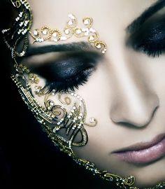 Maquiagem com brilho para o carnaval: Como usar glitter, paetês ou strass no…