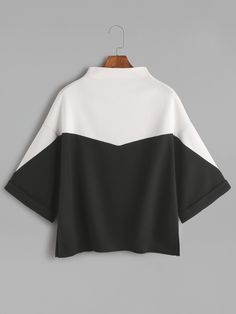 Color Block Mock Neck Slit Side Cuffed T-shirt — 0.00 € ---------color: Black and White size: one-size
