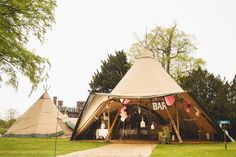 Now that's what we call a Tipi wedding! Loving this wedding set up in the park. Wedding Set Up, Tipi Wedding, Wedding Mood Board, Outside Wedding, Hotel Wedding, Wedding Venues, Wedding Vintage, Wedding Ideas, Field Wedding
