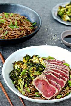 Seared Tuna with Soba Noodle & Sesame Roasted Broccoli Seared Tuna Steak Recipe, Ahi Tuna Recipe, Tuna Steak Recipes, Fish Recipes, Seafood Recipes, Asian Recipes, Cooking Recipes, Healthy Recipes, Healthy Meals
