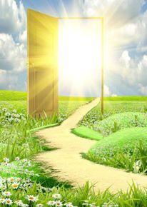 A Luz de Deus é pra todos, assim como o sol. É ela quem nos conduz e nos mostra o caminho para uma vida abençoada. A cada um cabe a escolha de ser ou não iluminado por ela e a cada vez que buscamos aumentar nosso amor a Deus, essa Luz nos envolve mais, nos ilumina mais e nos faz refletir ao mundo, tudo àquilo que de bom recebemos.  Cleonio Dourado