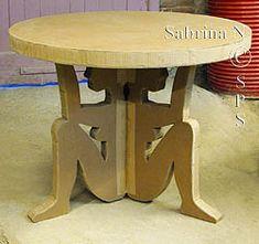 Table trepied en carton en forme de personnages
