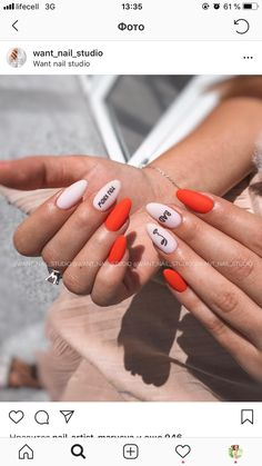 Experiment with these beautiful, almond shaped nail designs and find the perfect manicure from simple and minimal to edgy and over the top! Nail Design Stiletto, Nail Design Glitter, Matte Nails, Acrylic Nails, Almond Shape Nails, Nail Studio, Nagel Gel, Perfect Nails, Trendy Nails