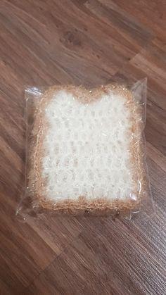 먹고싶어지는 식빵수세미.한 세트로 만들면 더 진짜같다. 하나씩 내가 완성한 수세미들을 보니 성취감이 ...