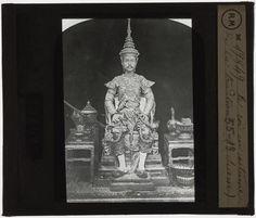 [Plaque de verre du fonds Colbert | EHNE] Siam, le roi en costume traditionnel