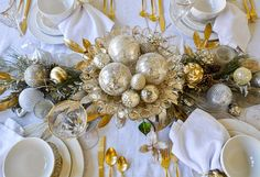 Here, you will find several inspirational ideas to make your own Christmas dining room extra special this holiday season.