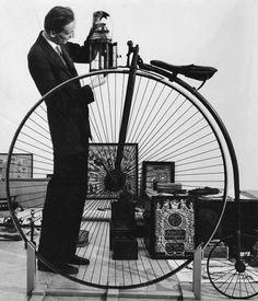 Pierre Janssen (1926-2007) Legde kunst uit op TV.