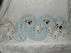 Vintage Little Lulu tea set. I want this!