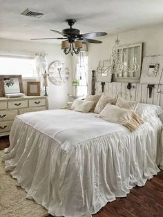 Cool 44 Cozy Bohemian Style Bedroom Design Ideas. More at https://trendhomy.com/2018/03/05/44-cozy-bohemian-style-bedroom-design-ideas/