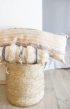 Image of Vintage Handira Pillow Cover - Long Moroccan Wedding Blanket, Moroccan Theme, Moroccan Design, Marrakech, Arabian Decor, Pillow Inspiration, Natural Interior, Textiles, Diy Pillows