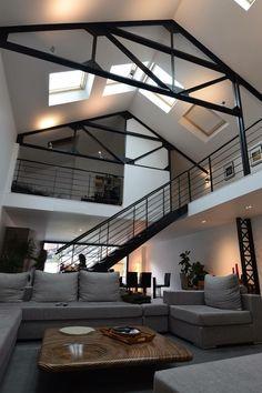 Garagem que foi convertida em Loft,. Loft Madeleine by Jacques Lenain Architecture. #furnituredesign