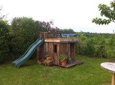Kids Playhouse With Green Roof Made Out Of 20 Recycled Pallets Fun Pallet Crafts for Kids Pallet Sheds, Pallet Cabins, Pallet Huts & Pallet Playhouses #Palletplayhouse