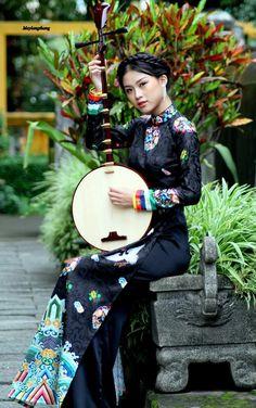 Vietnamese Traditional Dress, Traditional Dresses, Sari, Fashion, Saree, Moda, Fashion Styles, Fashion Illustrations, Saris