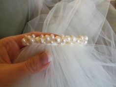 veil with pearls,   If you wish, you can decorate the comb with flowers, crystals or pearls using a hot glue gun.