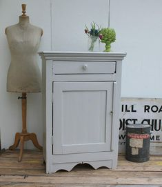 Adding That Perfect Gray Shabby Chic Furniture To Complete Your Interior Look from Shabby Chic Home interiors. Retro Furniture, Shabby Chic Furniture, Rustic Furniture, Painted Furniture, Furniture Ideas, Vintage Chairs, Vintage Decor, Rustic Decor, Nordic Chic