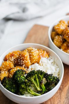 Honey Garlic Chicken Bowls made with baked, crispy honey garlic chicken bites. Fill a bowl with roasted broccoli, rice, & chicken for a flavorful meal! Honey Garlic Chicken, Baked Chicken, Good Food, Yummy Food, Tasty, Clean Eating, Healthy Eating, Cooking Recipes, Healthy Recipes