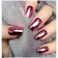 Cuando fue la gala del museo MET en Nueva York organizada por la revista Vogue, algo que nos llamó la atención fue el estilo de uñas que presumió Gigi Hadid...