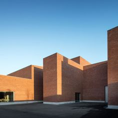 The Llinars Auditorium is part of a public investment in cultural facilities. The building consists of two volumes, one for the auditorium with a capacity of 300 seats and another where are located the offices and the technical area.   The volume det...