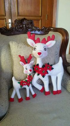 Cervo de natal com molde para imprimir: Artesanato com feltro Printable Christmas deer: Craft with felt Christmas Decorations Sewing, Felt Christmas Ornaments, Christmas Sewing, Noel Christmas, Christmas Printables, Christmas Projects, Holiday Crafts, Christmas Stockings, Outdoor Christmas