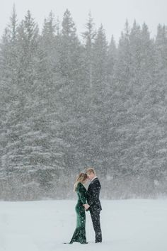 Supreme Your Wedding Photographs Ideas. Inevitable Your Wedding Photographs Ideas. Christmas Engagement, Winter Engagement Photos, Engagement Photo Poses, Engagement Pictures, Engagement Shoots, Country Engagement, Fall Engagement, Wedding Photography Poses, Winter Photography