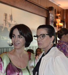 """Claudia Matarazzo, e a cenógrafa Chris Ayrosa, durante o lançamento da linha """"Aquarela"""" Claudia Matarazzo das Porcelanas Schmidt"""