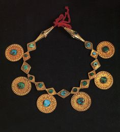 Saudi Arabia | Bedouin woman's necklace from the Najd; gold and turquoise | ©The Splendour of Ethnic Jewelry: From the Colette and Jean-Pierre Ghysels Collection. Text: France Borel. Photographs: John Bigelow Taylor. Thames and Hudson, 1994. Page 116