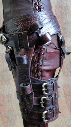 steampunk holster and belt buckled Steampunk Cosplay, Mode Steampunk, Style Steampunk, Steampunk Clothing, Steampunk Fashion, Gothic Steampunk, Gothic Fashion, Style Fashion, Emo Fashion