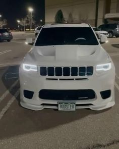 White Jeep Grand Cherokee, Jeep Srt8, Jeep Grand Cherokee Srt, Fancy Cars, Cool Cars, Girl Riding Motorcycle, Dodge Challenger Hellcat, Jeep Mods, Best Luxury Cars