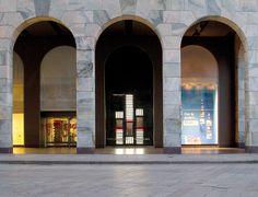 Special window installation for Porsche Design by dfrost, Milan visual merchandising