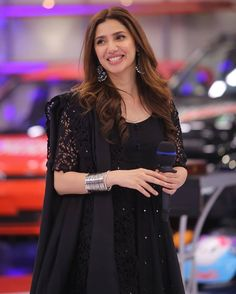Mahirah Khan looks gorgeous in this black dress by Amna Chaudhry. We can't get over her entire look from the makeup to the jewellery to the hair! Net Dresses Pakistani, Black Pakistani Dress, Indian Gowns Dresses, Pakistani Dress Design, Shadi Dresses, Pakistani Suits, Wedding Dresses For Girls, Bridal Dresses, Girls Dresses