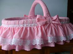 YUDY MORA LABORES Baby Basinets, Baby Love, Bitty Baby Clothes, Doll Clothes, Baby Nest Pattern, Baby Doll Furniture, Baby Doll Bed, Baby Shower Baskets, Diy Pillows