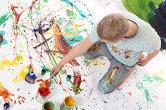 Todos los colores se crean a partir de otros, pero hay que saber cómo mezclarlos. Para lograr el tono deseado, ten en cuenta esta pequeña guía. SIGUE LEYENDO EN: http://decoracionenelhogar.com/ideas-decoracion/n/1401/como-mezclar-los-colores-para-pintar.html