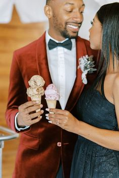 What could be sweeter on New Years Eve than an elopement surrounding the idea of new beginnings?! Our answer is a resounding, nothing! Dream Of Getting Married, Traditional Wedding Attire, New Years Eve Weddings, Nontraditional Wedding, Wedding Desserts, Elopements, Bridal Looks, On Your Wedding Day, Celebrity Weddings