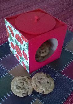 cajas de madera con galletas, alfajores, cookies etc.