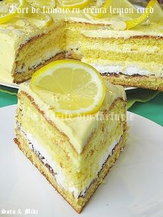 Lemon Cream Cake with Lemon Curd. Translation button at sidebar Lemon Cream Cake, Lemon Curd Cake, Lemon Buttercream, Lemon Recipes, Sweet Recipes, Cake Recipes, Food Cakes, Cupcake Cakes, Cupcakes