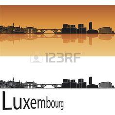 Luxemburgo horizonte en fondo naranja en archivo vectorial editable